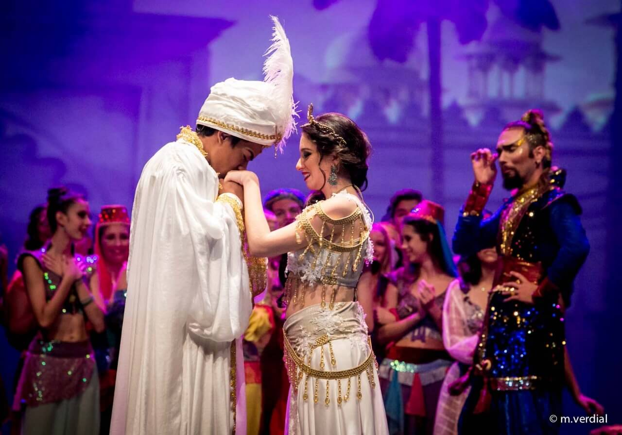 Iris Ativa Lina Penteado Espetáculo Alladin 02
